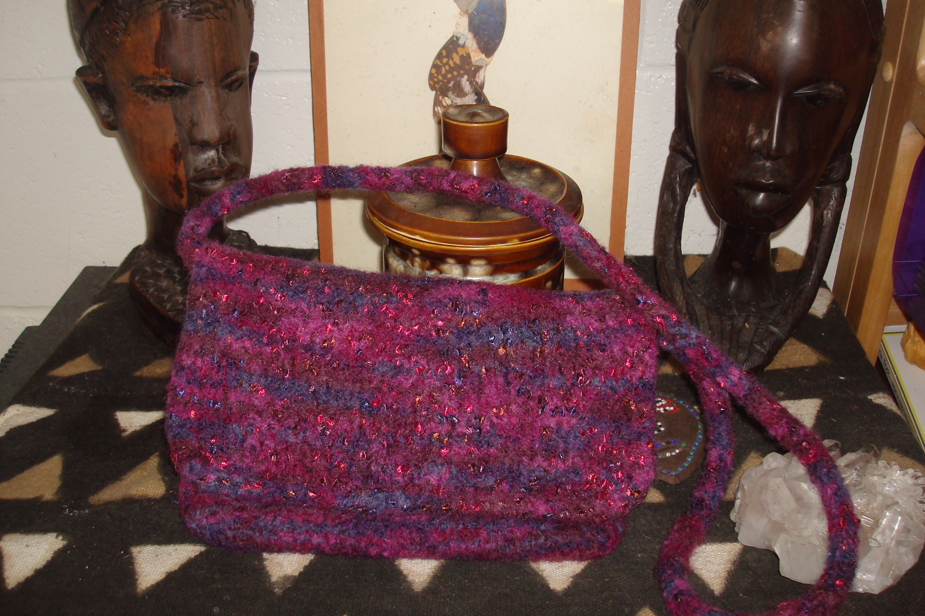 This knitted purse was inspired a felted handbag I saw at Aloha Yarn.