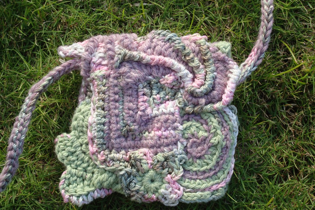 lion brand outside the lines freeform crochet purse
